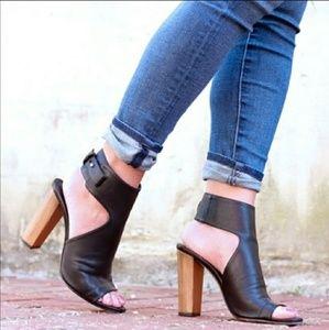 🎉HP🎉VINCE Addie Peep Toe Ankle Bootie